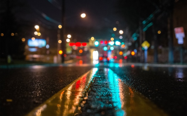 new-york-street-wet-road-lights-wide